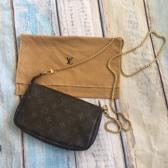 Louis Vuitton Handbags - Authentic Louis Vuitton Monogram Pochette Bag